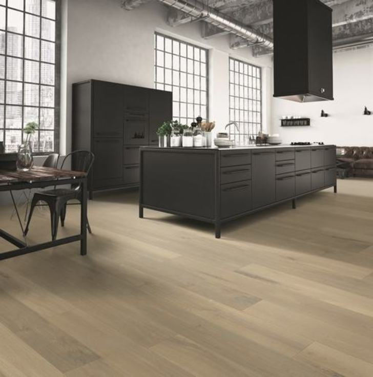 Balterio Grande Wide Bright Laminate Flooring, 9 mm Image 1