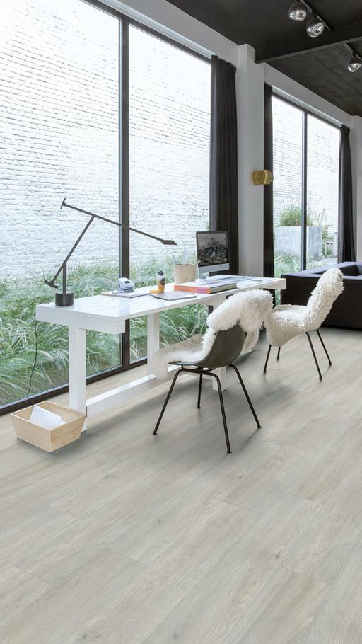 QuickStep Livyn Balance Click Plus Silk Oak Light Vinyl Flooring Image 1