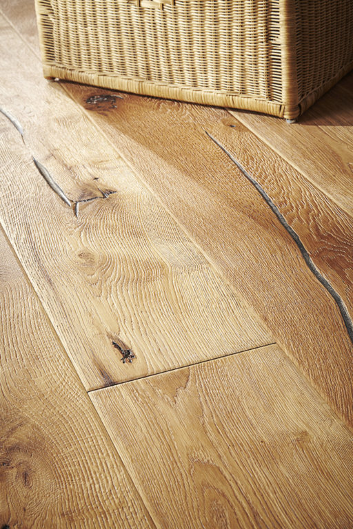 Chene Antique Distressed Natural Oak Engineered Flooring, 220x4x15 mm Image 1