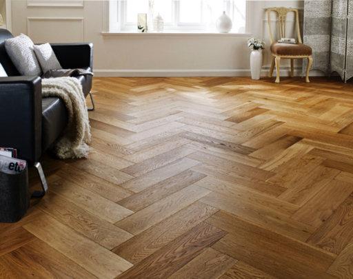Chene Herringbone Engineered Brushed, Lacquered, Natural Oak Flooring, 600x150x14 mm Image 1