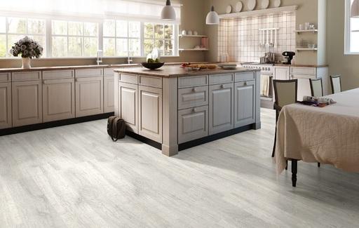 QuickStep CLASSIC Reclaimed White Patina Oak Laminate Flooring, 8 mm Image 1