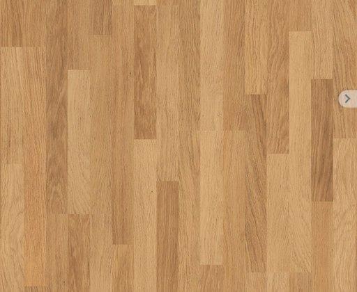 QuickStep CLASSIC Enhanced Oak Natural Varnished Laminate Flooring, 3-Strip, 8mm Image 2