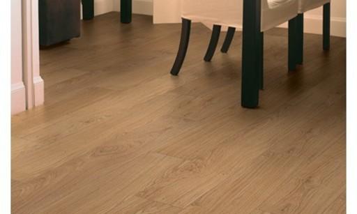 QuickStep CLASSIC Natural Varnished Oak Laminate Flooring, 8 mm Image 1