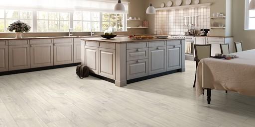 QuickStep CLASSIC Havanna Oak Natural Laminate Flooring, 8 mm Image 2