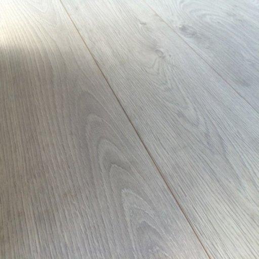 Chene Interlaken Oak Laminate Flooring, 12 mm Image 4