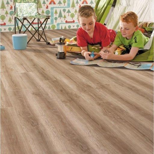 Elka Honey Oak Laminate Flooring, 8 mm Image 1