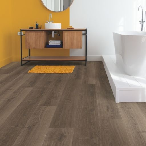 QuickStep Signature Brushed Oak Brown Laminate Flooring, 9 mm Image 1