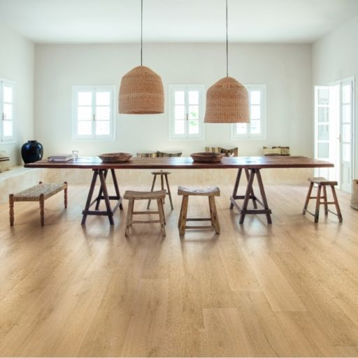 QuickStep Signature Brushed Oak Natural Laminate Flooring, 9 mm Image 1
