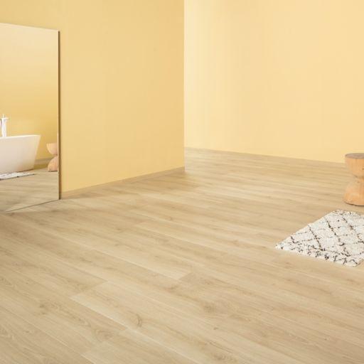 QuickStep Signature Brushed Oak Natural Laminate Flooring, 9 mm Image 2
