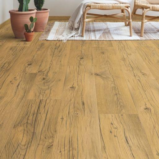 QuickStep Signature Cracked Oak Natural Laminate Flooring, 9 mm Image 1