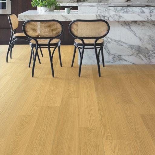 QuickStep Signature Natural Varnished Oak Laminate Flooring, 9 mm Image 1