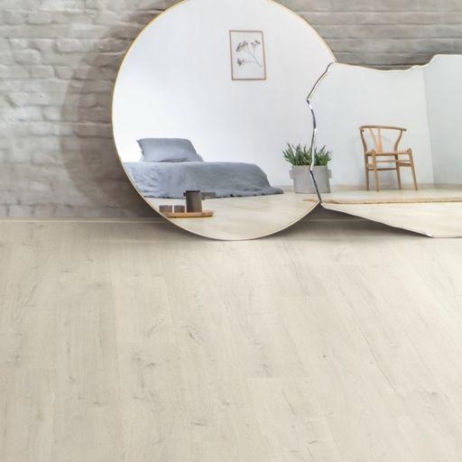 QuickStep Signature Soft Patina Oak Laminate Flooring, 9 mm Image 1