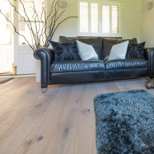 V4 Limehouse White Engineered Oak Flooring, Rustic, Hand finished, Brushed & UV Hardwax Oiled, 190x15x1900 mm Image 6