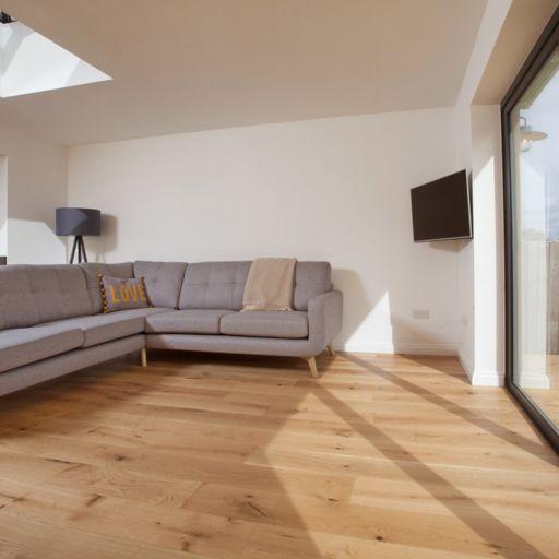 V4 Alpine Wide Oak Engineered Flooring, Brushed, Matt Lacquered, 190x15x1900 Image 1