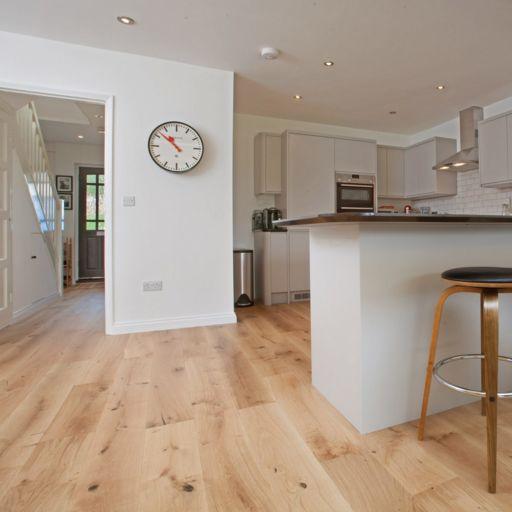 V4 Alpine Wide Oak Engineered Flooring, Brushed, Matt Lacquered, 190x15x1900 Image 2
