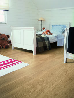 QuickStep ELIGNA White Varnished Oak Planks Laminate Flooring 8 mm