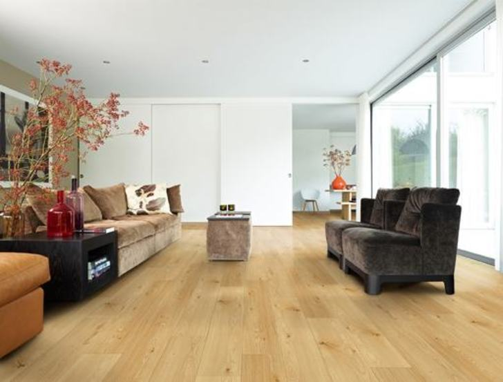 Balterio Tradition Quattro V-Groove Amber Oak Laminate Flooring, 9 mm