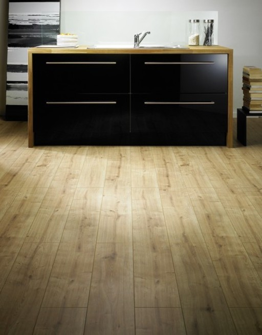 Canadia Prestige New Hampshire Oak 4V Laminate Flooring, 12 mm