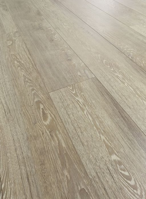 Chene Lion Oak Laminate Flooring , 12 mm Plus