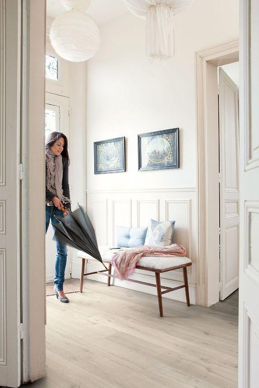 QuickStep Impressive Soft Oak Light Laminate Flooring, 8 mm ...