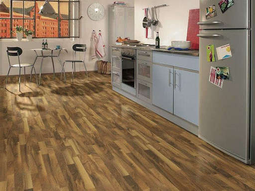 Lifestyle Kensington French Oak 3-Strip Laminate Flooring 7 mm