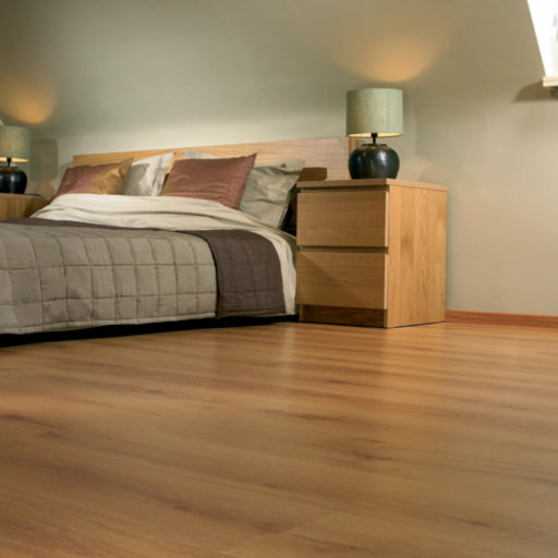 Lifestyle Kensington Traditional Oak 3 Strip Laminate Flooring 7 Mm