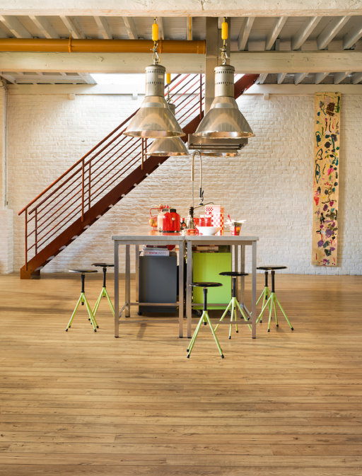 QuickStep Perspective Wide Reclaimed Chestnut Natural Planks 4v- groove Laminate Flooring 9.5 mm